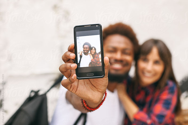 5 Reasons Why Photo Booth Pics Are Better Than Selfies