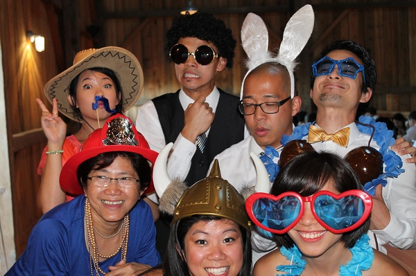 how to get the most out of a wedding photo booth