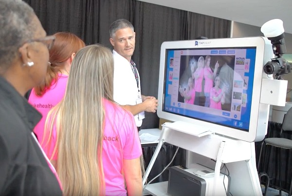 Garrick shows Juice Plus+ Live guests how to use the TapSnap kiosk