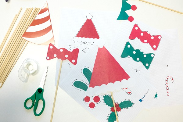 12 Must-Have Props To Make Your Holiday Party Pop {+Printables}